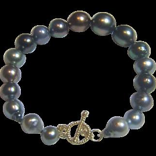 Genuine Tahitian Bracelet, 18 Karat Gold Toggle Clasp
