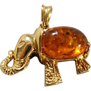 Vintage 14 K Yellow gold Large Oval Amber Fancy Etched Raised Relief Elephant Design Pendant Charm      #9