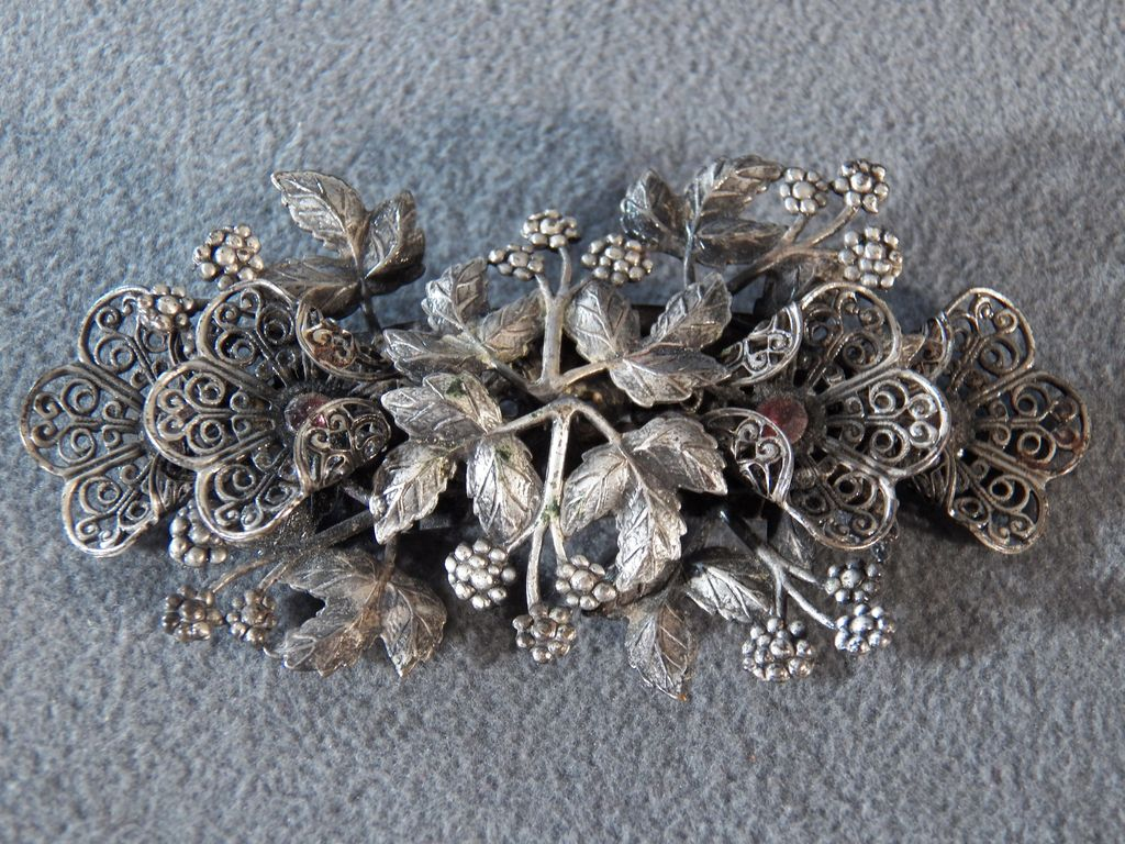 Vintage Silver Tone Domed Double Floral Leave Design  2 Round Rhinestone Pin Brooch