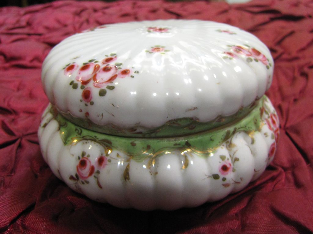 Beautiful Vintage Hand Painted Porcelain Trinket Box