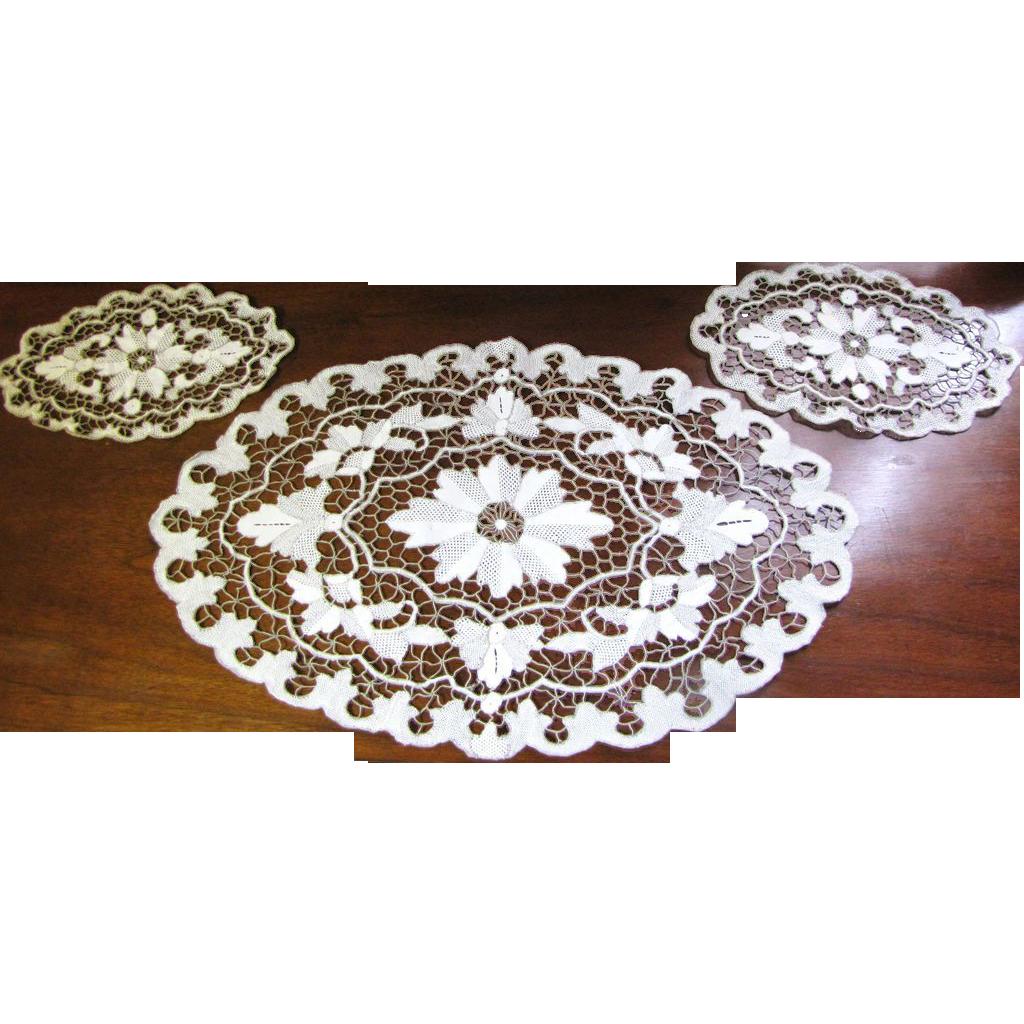 Set of 3 Exquisite Vintage Matching Dresser Lacy Doilies