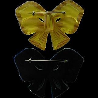 Bakelite Bow Pin pair- Black & Applejuice - Vintage Collectible jewelry