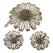 Stunning Sarah Coventry Silver Tone Brooch Set
