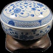 Bavarian [ Germany ) covered porcelain box/bowl