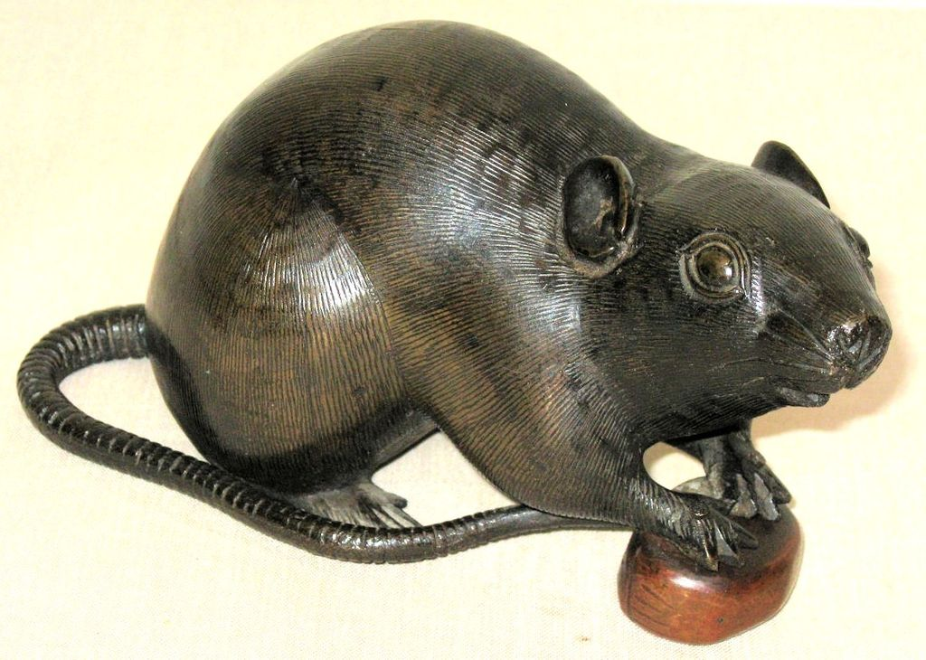 Japanese Meiji Period Finely Cast Bronze Rodent