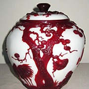 Exquisite Chinese Red-Overlay Peking Glass Covered Jar