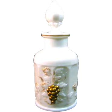 Westmoreland Paneled Grape Perfume bottle and stopper with 22K Gold Decoration
