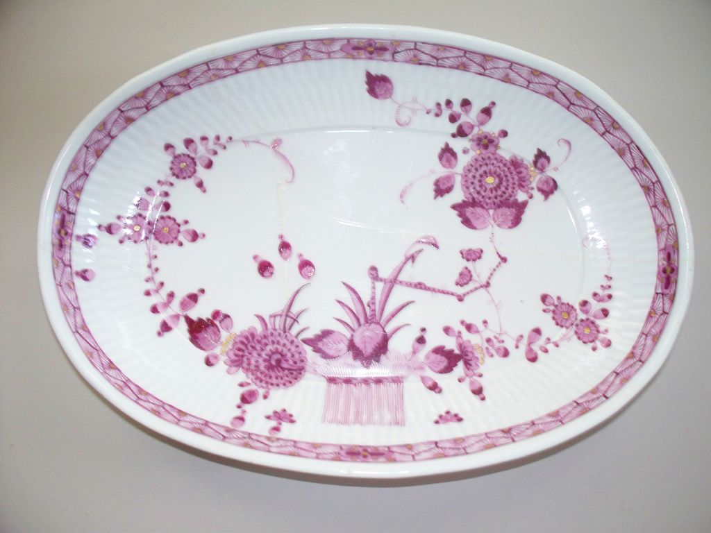Meissen  Marcolini  Fluted Oval  Bowl  with Gold Gilt Accents 1773-1814