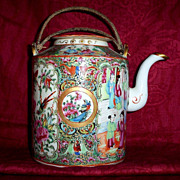 Antique Chinese Famille Rose Export Medallion Porcelain Tea Pot 19the century