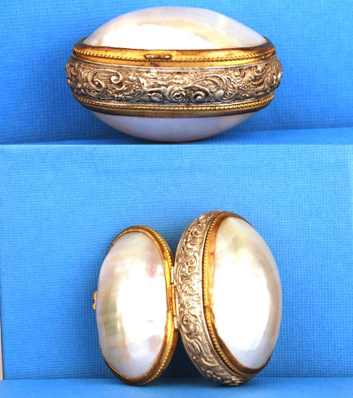 """Antique Napoleon III Mother of  Pearl """"Boite a Chapelet Coquillage"""""""