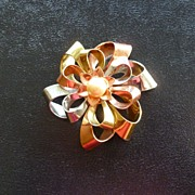 Vintage 1950's Tri-tone and Pearl Brooch