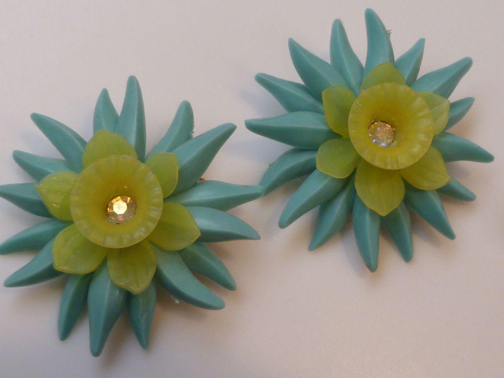 Vintage 1950's Plastic Flower Borealis Rhinestone Earrings