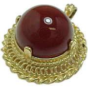 10 K Yellow Gold Red/Brown Cabochon Filigree Pendant