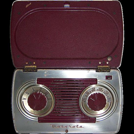 Motorola Portable AM Radio in Bakelite and Steel Case 1947