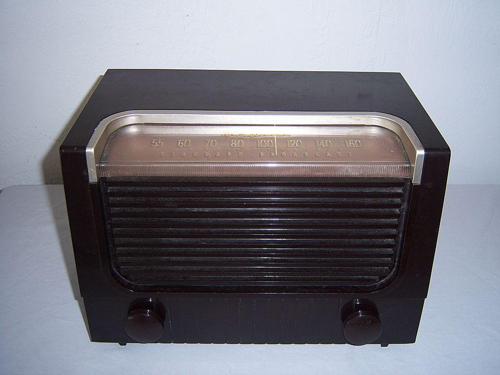 RCA Victor Table Top AM Radio Circa 1952