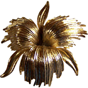REDUCED ~~ Monet  ~  Vintage FIREWORKS TRILLIUM ~ Very Rich-Looking, Gold-Toned Brooch
