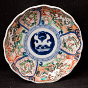 Small Japanese porcelain overglaze lmari dish from the 19th century