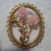 Adorable Vintage dce Gold & Coral Brooch