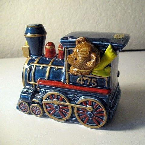 Music Box Teddy Bear Express Sitting on Top of the World Otagiri
