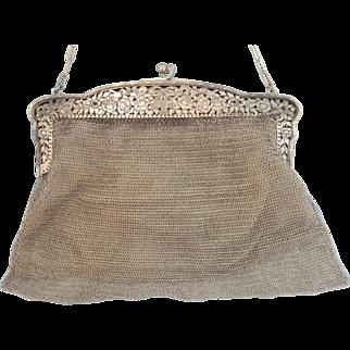 Elegant sterling silver mesh purse of the Art Nouveau period