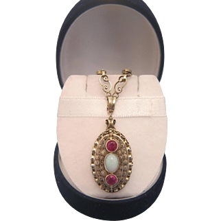 Opal and pink Sapphire handcrafted necklace, ca. 1900