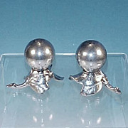 Vintage W.B. MFG. CO. / WEIDLICH BROS. Silver Plate Art Deco Salt & Pepper Shakers Leaf & Berry Design