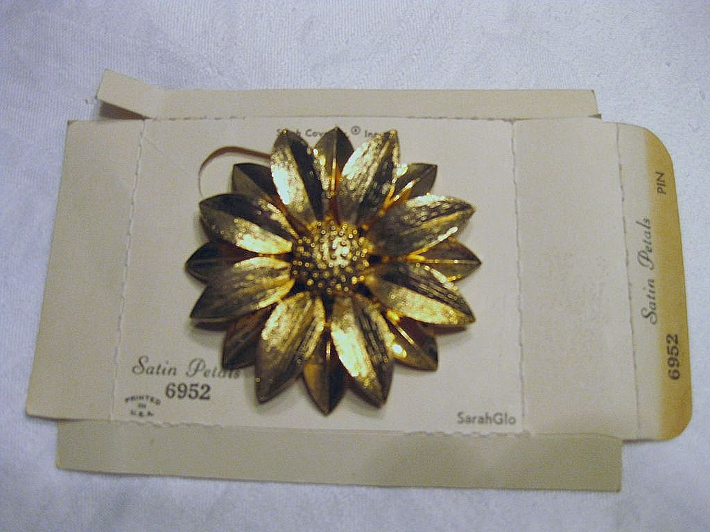 Sarah Coventry Brooch Flower Pin 6952
