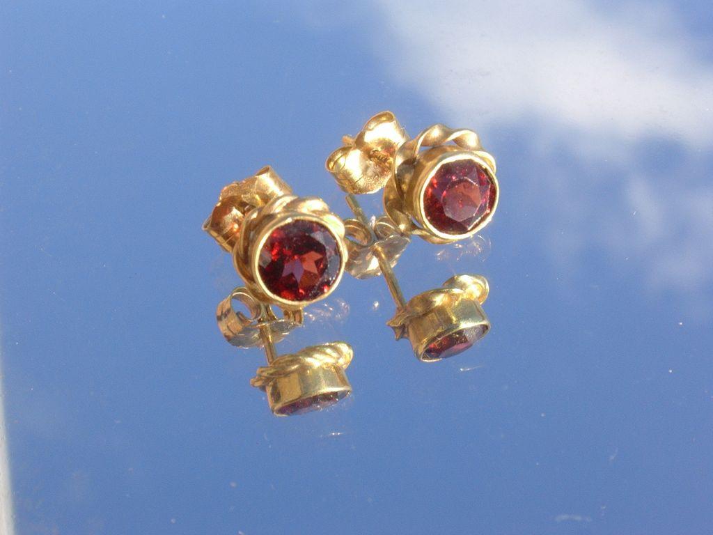 14kt Orange/Red Garnet Stud Earrings
