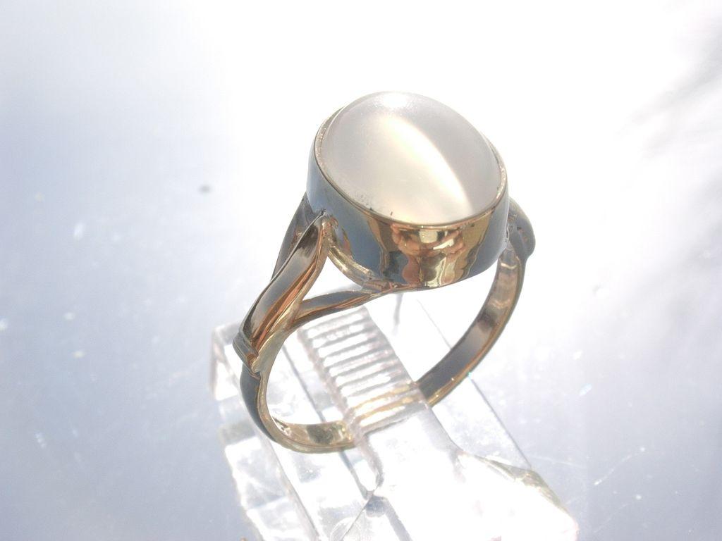 9kt Milky Grey Moonstone Ladies Ring