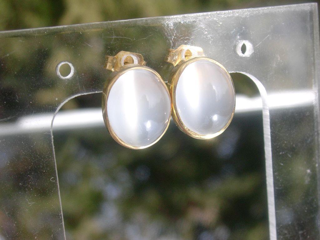 14kt Yellow Gold Alluring Grey Moonstone Stud Earrings