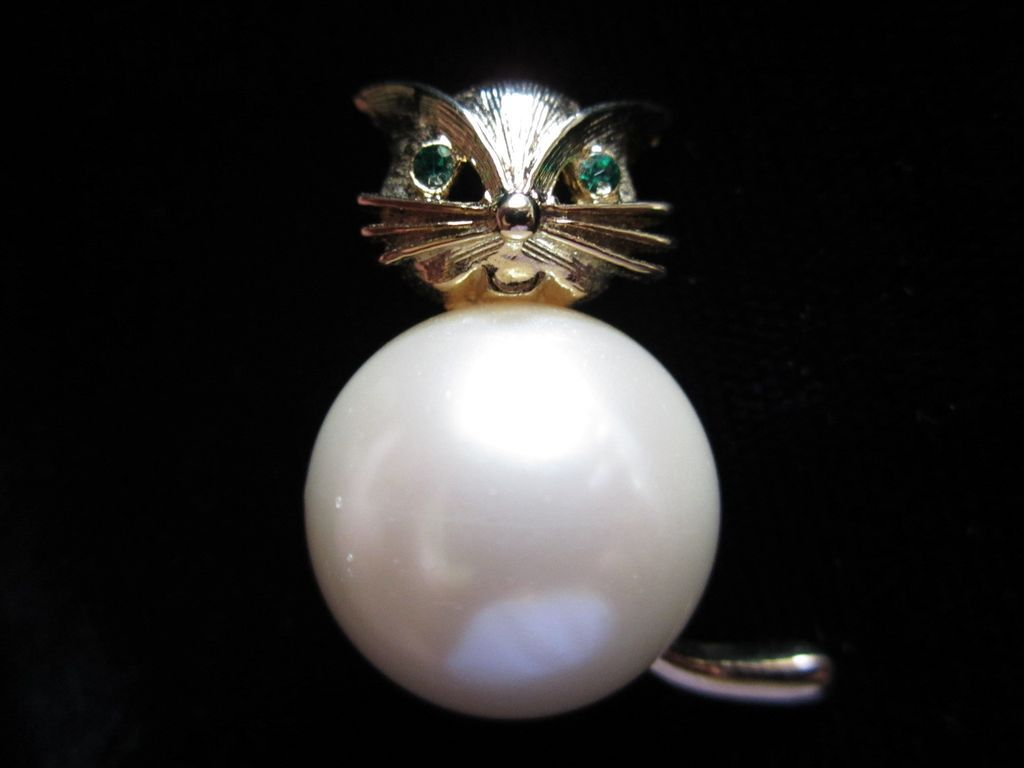 Vintage Marvella Faux Pearl  Full Bodied Cat Figural Pin Brooch