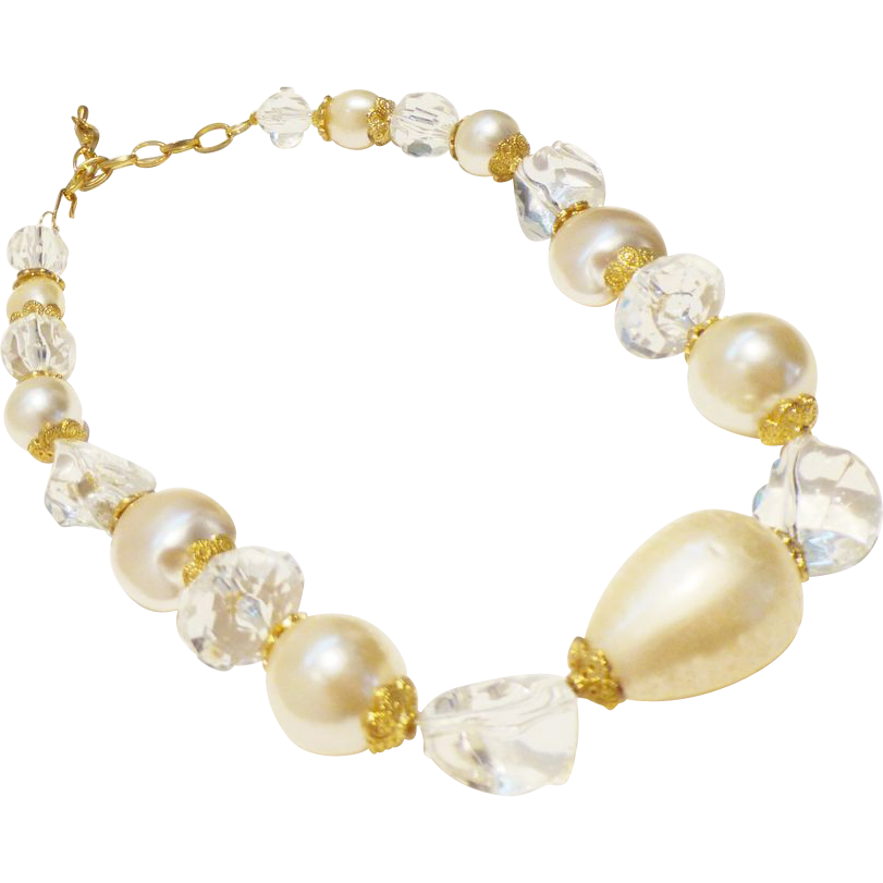 Elegant 1950s Faux Pearl and Lucite Necklace