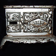 Cast Iron Dollhouse Queen Stove