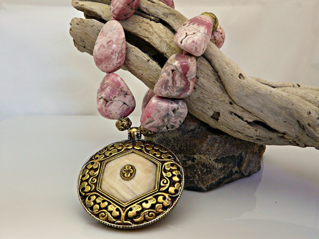 Outstanding Rhodochrosite Necklace With Double Sided Conch Pendant