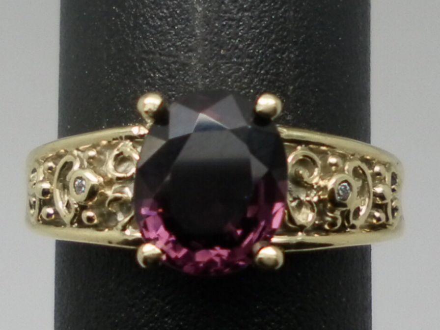 Vintage 14kt Spinel & Diamonds Ring.