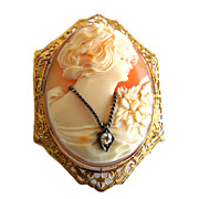 Vintage 14k Gold Habille Cameo with Diamond