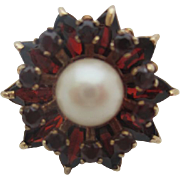 14 kt Garnet and pearl ring