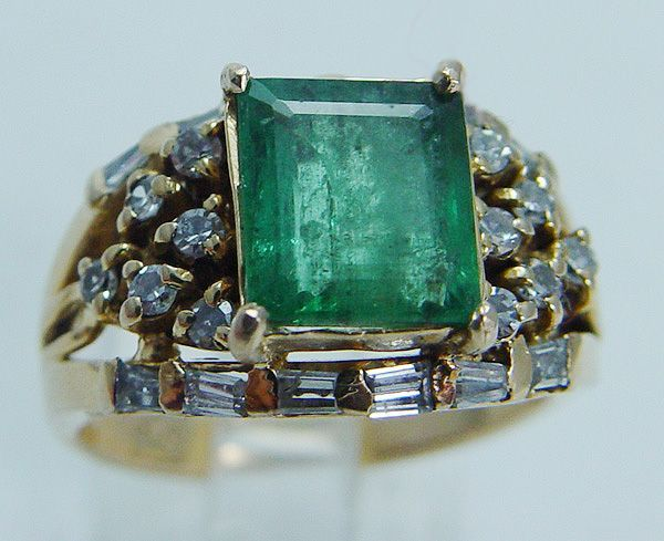 """Vintage """"18K Yellow Gold"""" Colombian 2.11cts Emerald Diamonds Ring 8.5 grams"""