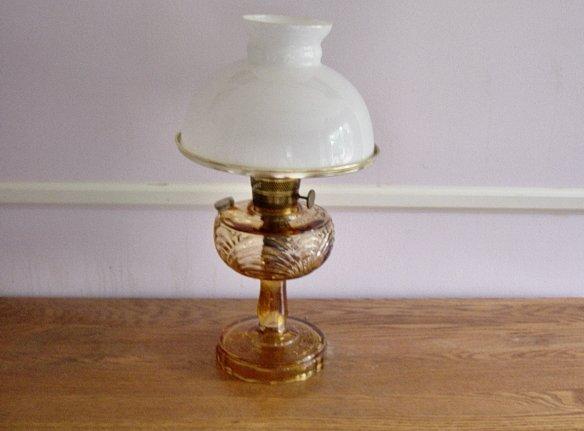 Vintage Aladdin Amber Washington Drape Oil Lamp With Shade