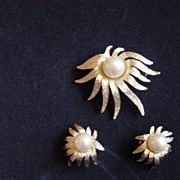 Vintage Judy Lee  Gold Tone And Pearl Brooch / Earrings Set