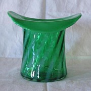Large Fenton Green Opalescent Spiral Top Hat