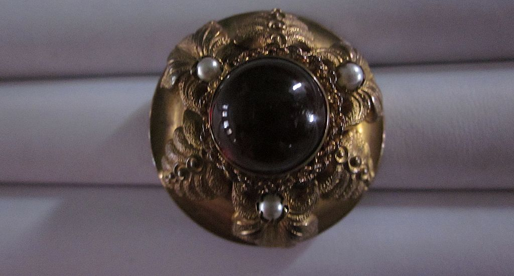 Vintage Art Nouveau Brooch with Round Red Cabochon