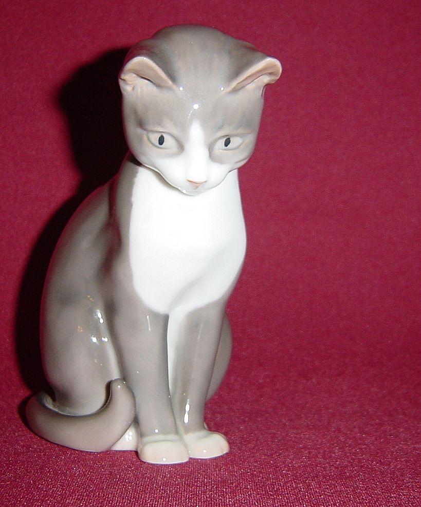 Bing and Grondahl Grey Sitting Cat