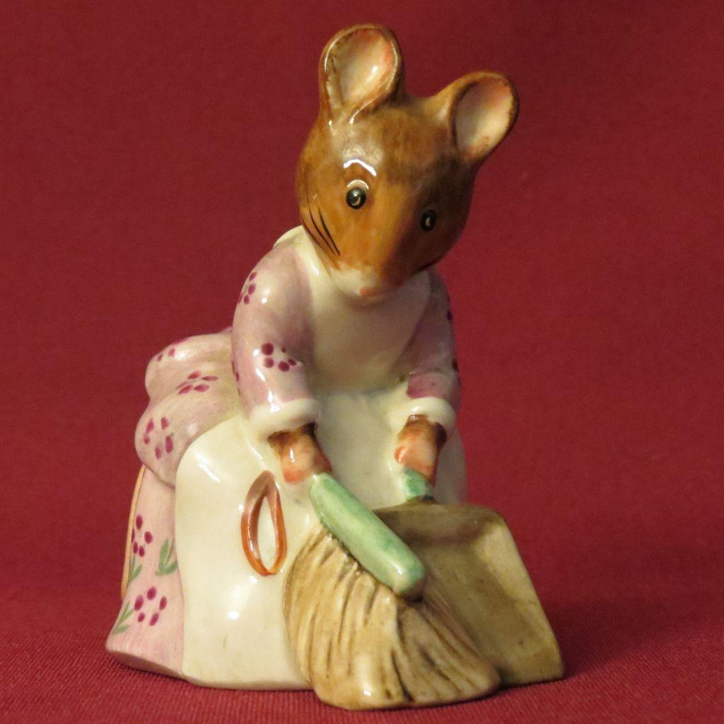 Beswick Beatrix Potter Hunca Munca Sweeping