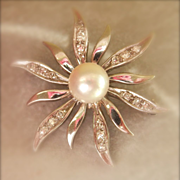 Final Markdown! Lovely SCALLE 14K White Gold Pearl Diamond Flower Pin
