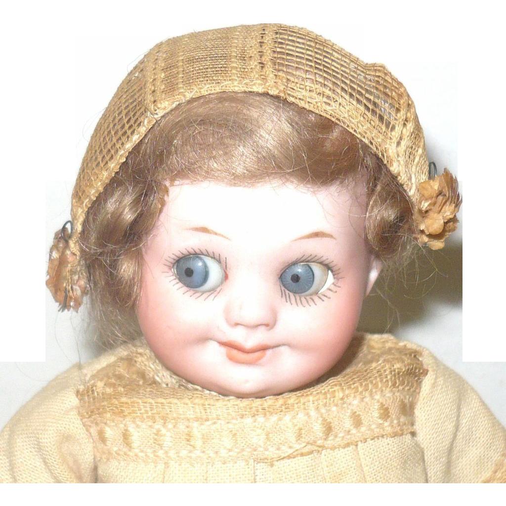"""7"""" AM 323 Googly Original Wig & Costume"""