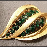 JJ Emerald Green and Gold-tone Leaf Shaped Pin Brooch
