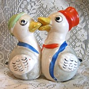 One-piece Kissing Ducks Salt and Pepper Shakers Colorful