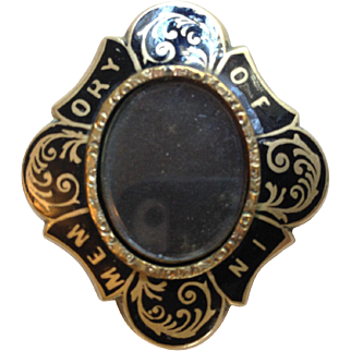 "Mourning Pin ""In Memory Of"" for Photo or Hair"
