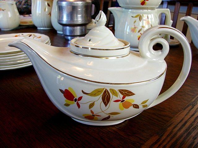Hall China Jewel Tea Autumn Leaf Long Spout Aladdin Teapot w/ Infuser